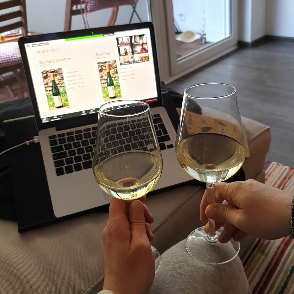 Weine Zuhause bei Online-Weinprobe verkosten